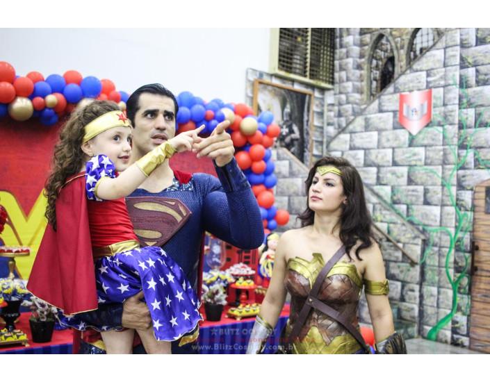 Mulher Maravilha e Super Man Personagem Vivo