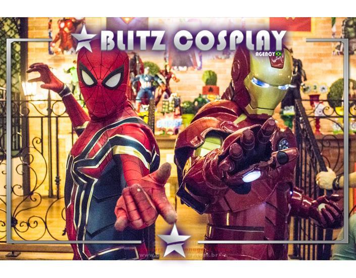 Homem de Ferro e Homem Aranha Personagens Vivos.