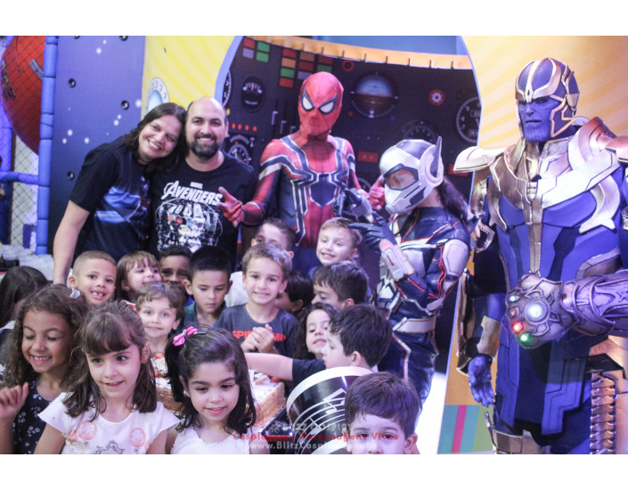 Thanos Personagem vivo para festa e eventos