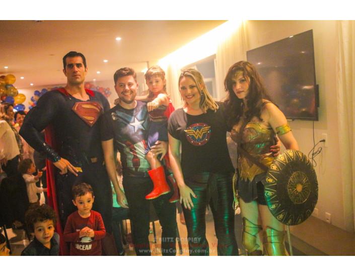 Super Man e Mulher Maravilha Personagem Vivo.